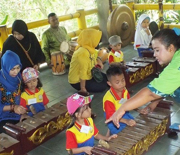 Musik Tradisional Kepada Anak